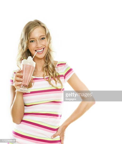 Mujer comiendo un helado
