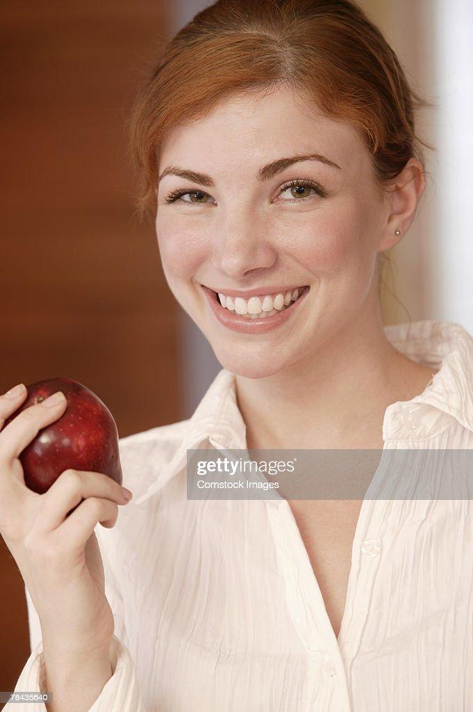 Woman eating apple : Stockfoto