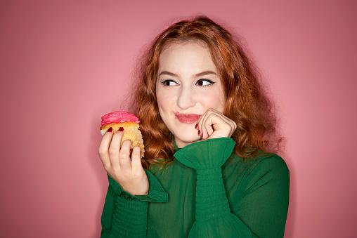 woman eating cup cake - gettyimageskorea