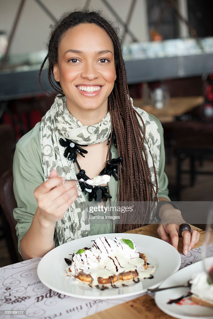 Woman eating dessert in cafe : Foto stock
