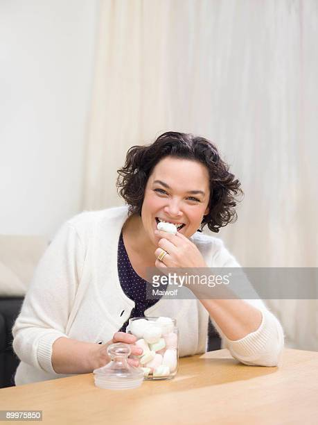 woman eating sweets - 40 44 jaar stock pictures, royalty-free photos & images