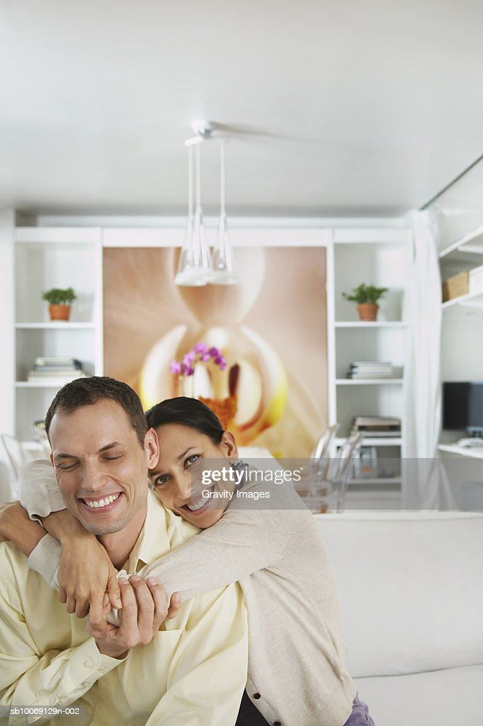 Woman embracing men, smiling : Stockfoto