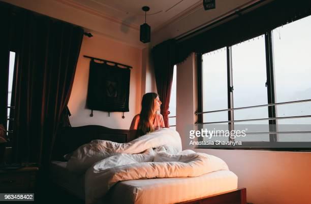 Frau genießen Berg Morgen im Hotel Sa Pa, Vietnam