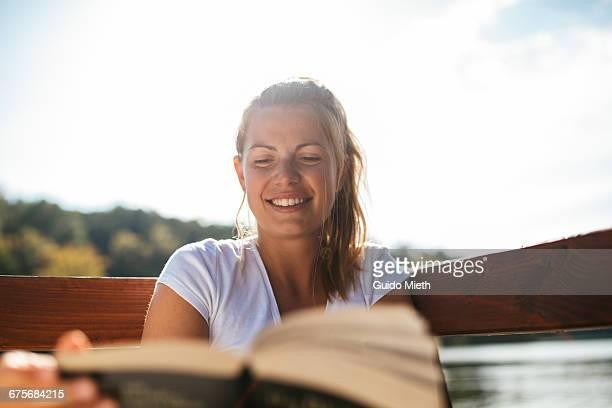 woman enjoying reading. - ensolarado - fotografias e filmes do acervo