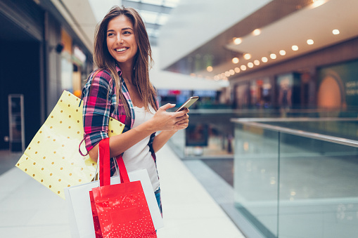Woman enjoying the day in the shopping mall 620972986