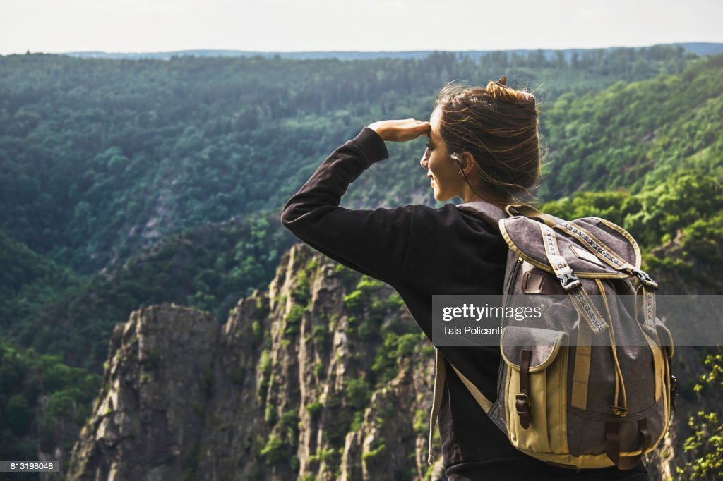 Woman enjoying the view of Bodetal valley in Thale - Hexentanzplatz (Witches' Dance Floor), Harz mountains, Thale, Saxony-Anhalt, Germany : Stock-Foto