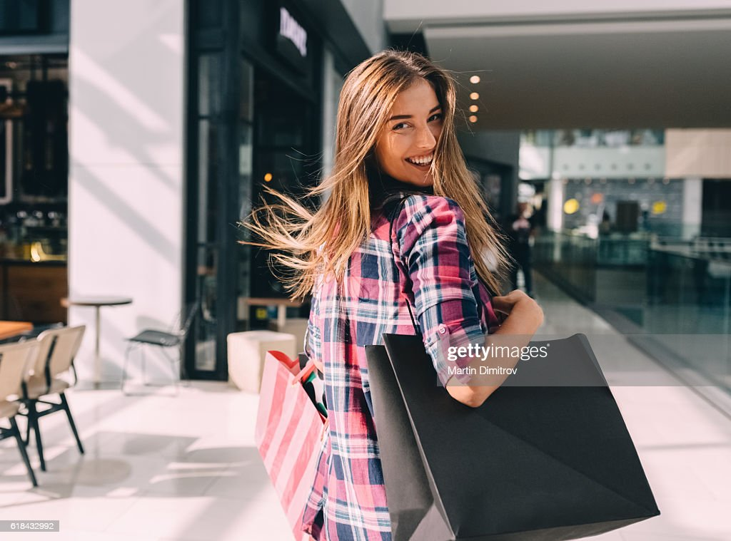 Woman enjoying the weekend in the shopping mall : Photo