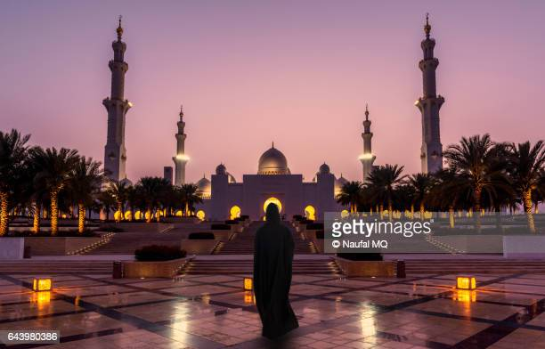 woman enters Sheikh Zayed Mosque