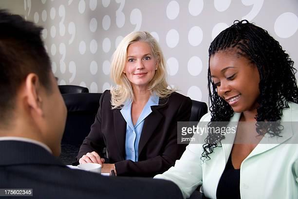 Frau Executive und Team