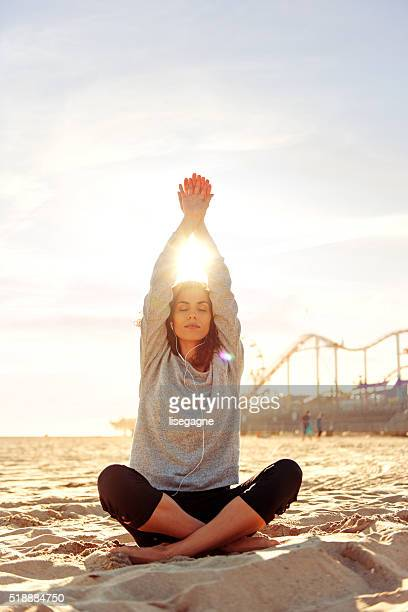 woman exercising in la, california - santa monica stock pictures, royalty-free photos & images