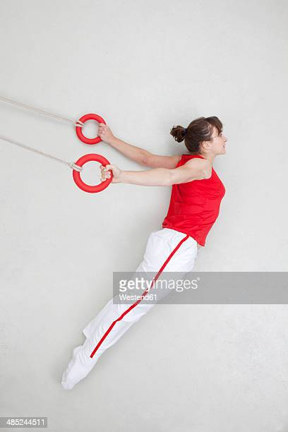 woman exercising on rings - frauen ringen stock-fotos und bilder