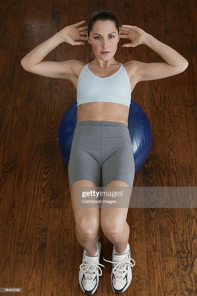 Woman exercising with fitness ball : Stockfoto