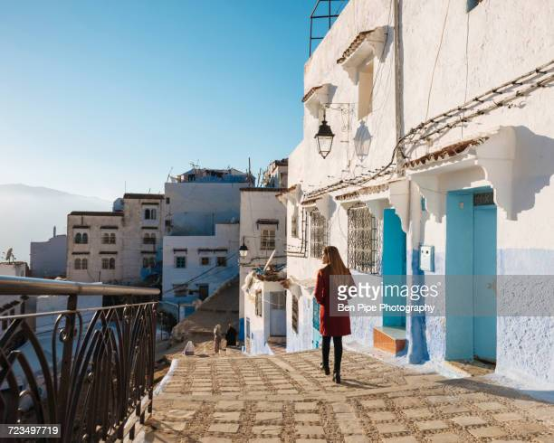 woman exploring, chefchaouen, morocco, north africa - chefchaouen photos et images de collection