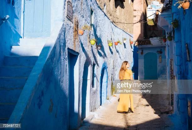 woman exploring, chefchaouen, morocco, north africa - chefchaouen photos et images de collection