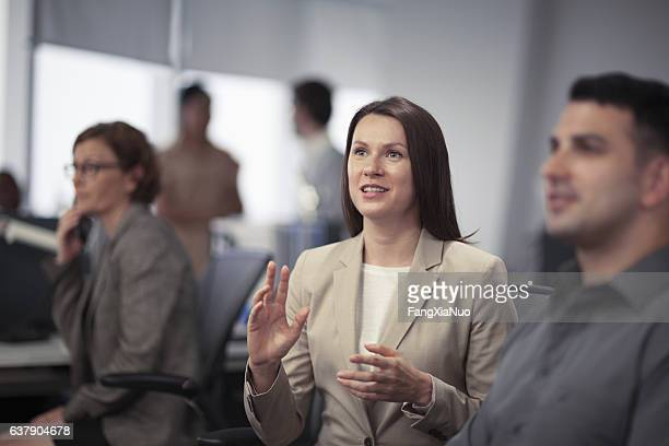 woman expressing ideas in business meeting - política y gobierno fotografías e imágenes de stock