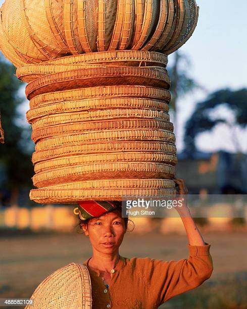 woman farmer carrying basket on head, myanmar, burma - hugh sitton stock pictures, royalty-free photos & images