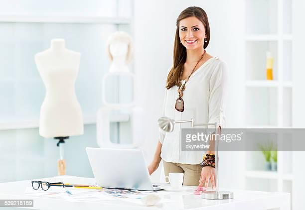 Mujer diseñador de moda.