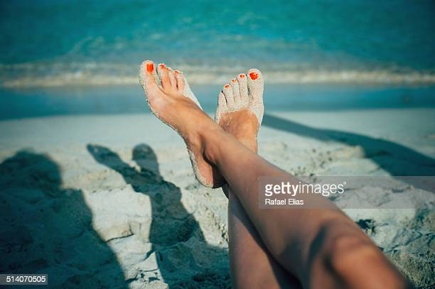 woman feet on beach - pretty toes and feet stock photos and pictures