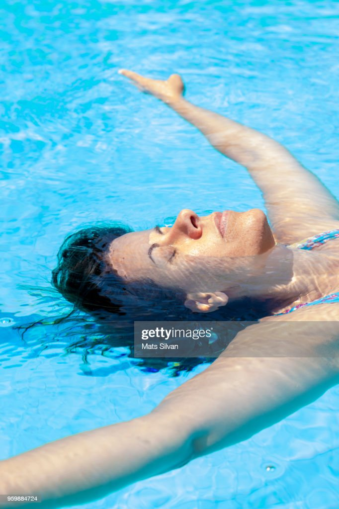 Woman Floating on the Water : Stock-Foto