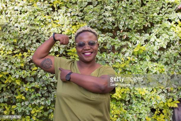 portrait of a woman showing her muscles - sarah hardy stock pictures, royalty-free photos & images