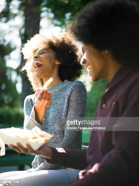 woman fries laughing - batata frita lanche - fotografias e filmes do acervo