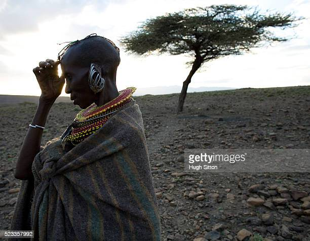 woman from the turkana tribe - hugh sitton stock pictures, royalty-free photos & images