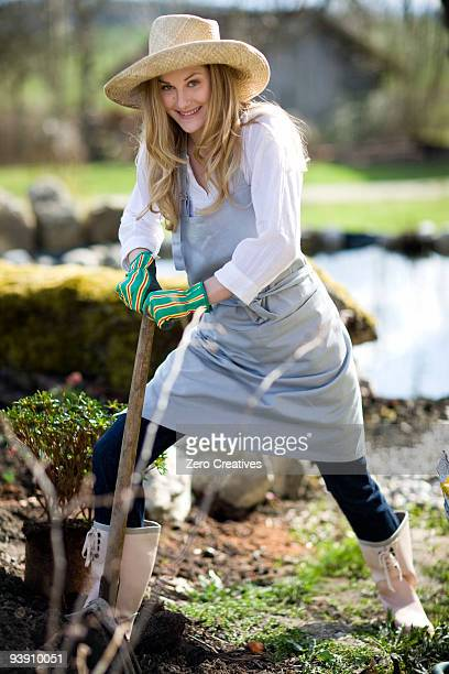 woman gardening - kopfbedeckung stock-fotos und bilder