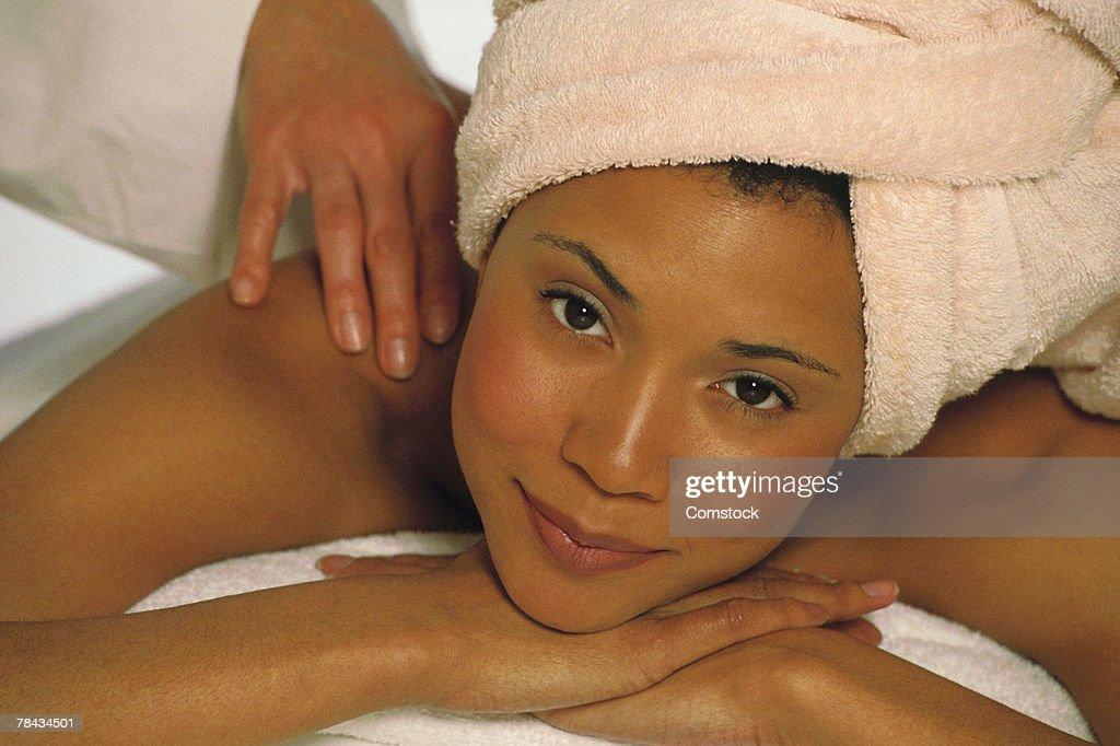 Woman getting a massage : Stockfoto