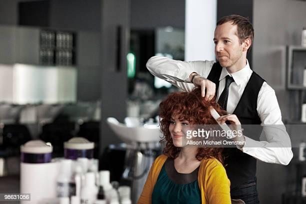 woman getting hair consultation - salon de coiffure photos et images de collection