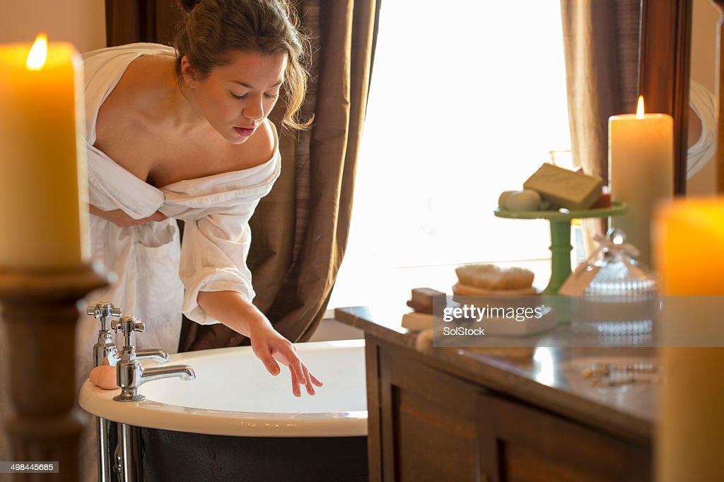 Frau sich im Bad : Stock-Foto