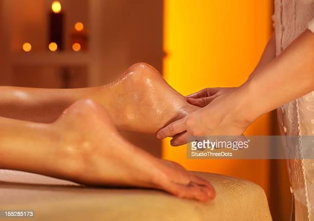 Femme se massage