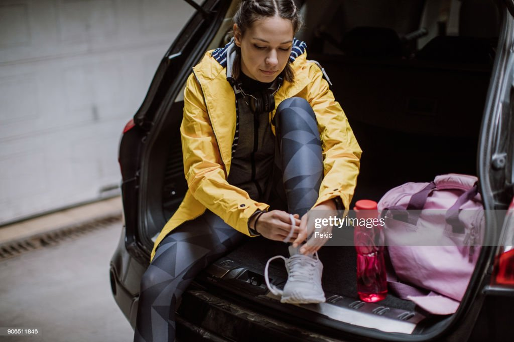 Woman getting ready for training : Stock Photo