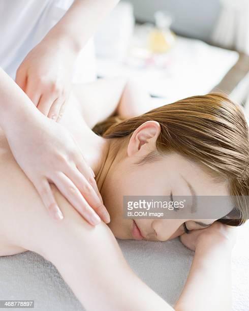 woman getting spa treatment - massaggio sensuale foto e immagini stock