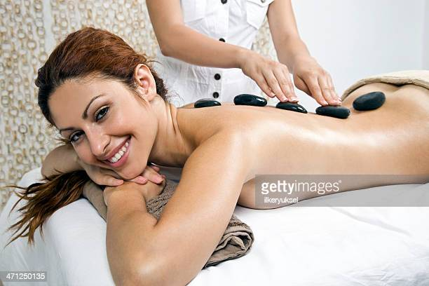 donna ottenere trattamento spa - massaggio sensuale foto e immagini stock