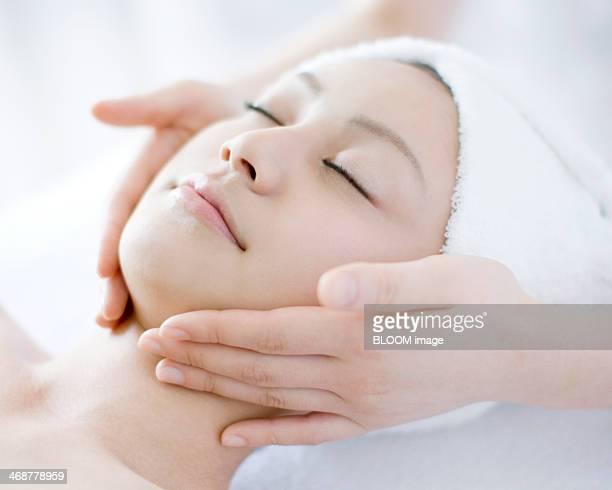 woman getting treatment by masseuse - massaggio sensuale foto e immagini stock