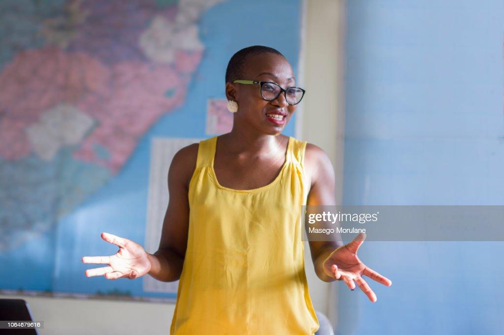 Woman giving a presentation : Stock-Foto
