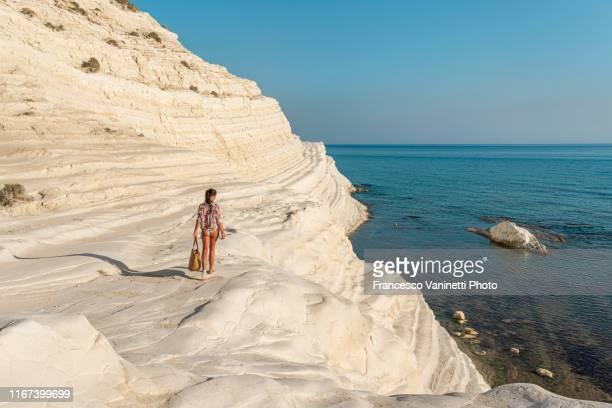 woman going to the seaside. - シチリア ストックフォトと画像