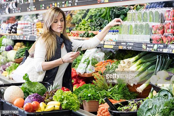 woman grocery shopping - blackberry fruit stock pictures, royalty-free photos & images