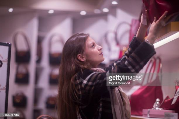 woman handbag shopping - sigrid gombert stock pictures, royalty-free photos & images