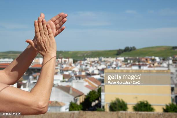 woman hands clapping healthcare staff on balcony - clapping hands stock pictures, royalty-free photos & images