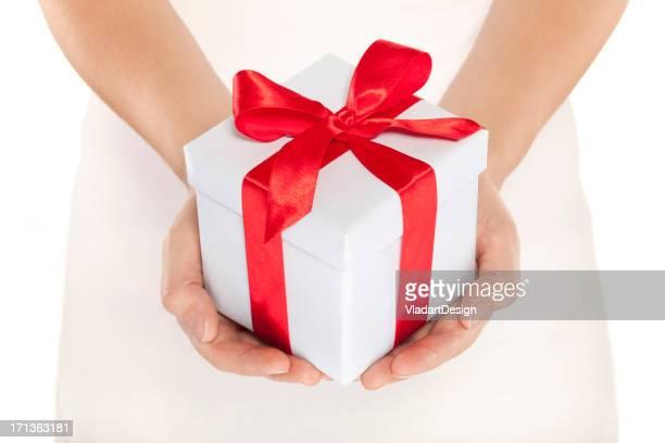 女性手をプレゼント