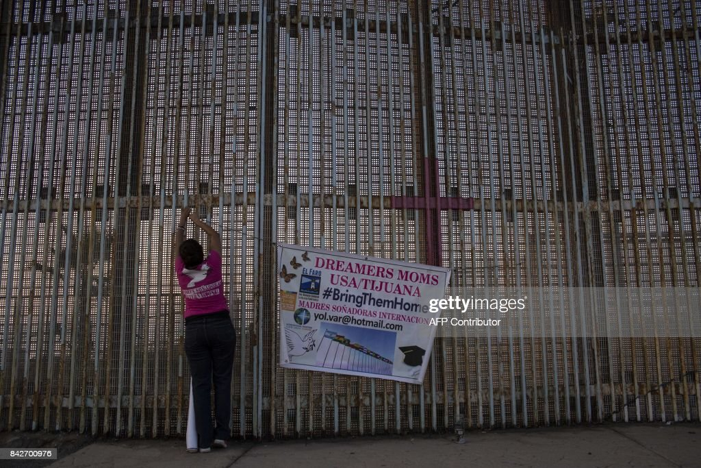 TOPSHOT-MEXICO-US-POLITICS-IMMIGRATION : News Photo