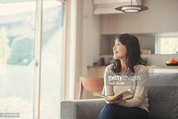女性が良い自宅での時間