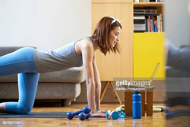 woman having classes of fitness on line. - home workout stock pictures, royalty-free photos & images