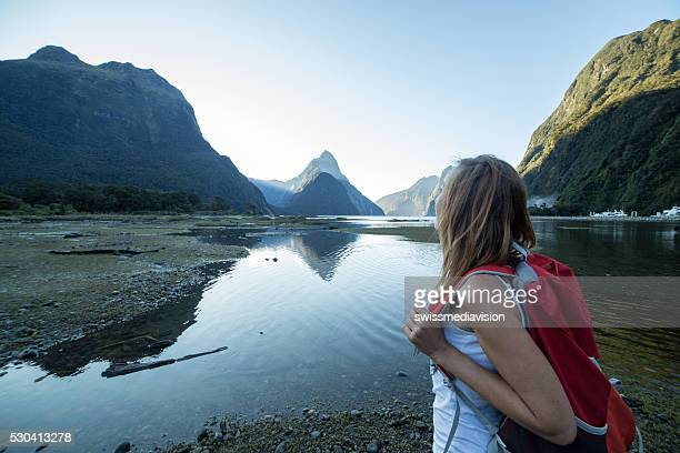 woman hiking in milford sound, new zealand - expatriate stock pictures, royalty-free photos & images
