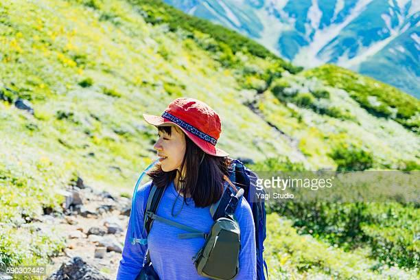 woman hiking in okudainichidake,japan - 30 34歳 ストックフォトと画像