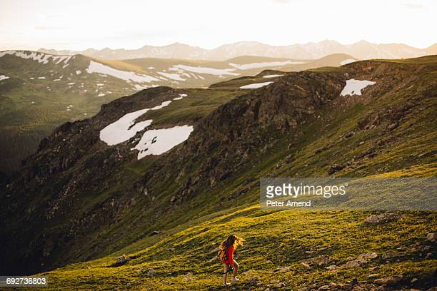 woman hiking on snow capped mountains, rocky mountain national park, colorado, usa - peter snow stock pictures, royalty-free photos & images