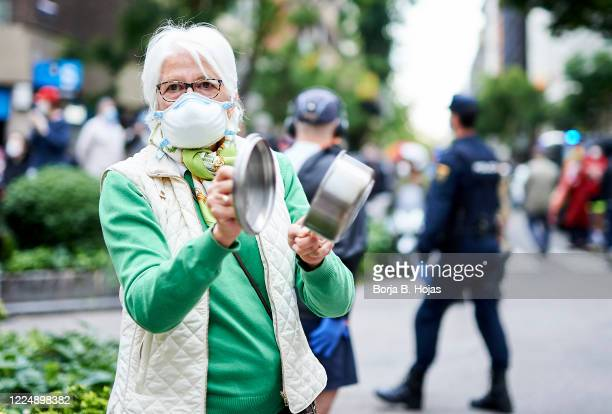 Woman hits a saucepan during the protest by residents of the neighborhood of Salamanca on Calle Nuñez de Balboa against the government's management...