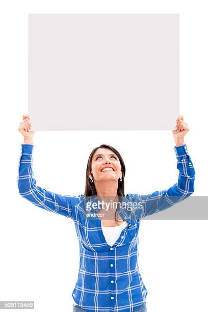 Frau hält einen banner