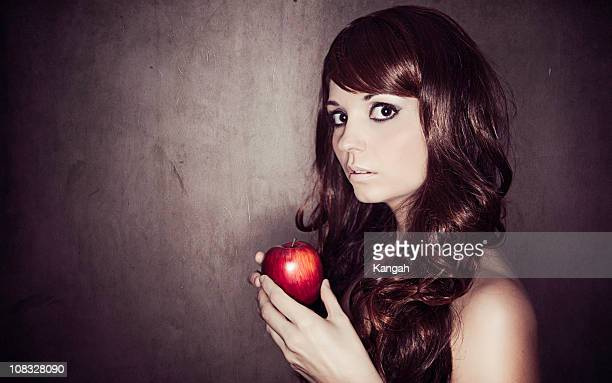 Frau Holding Apple